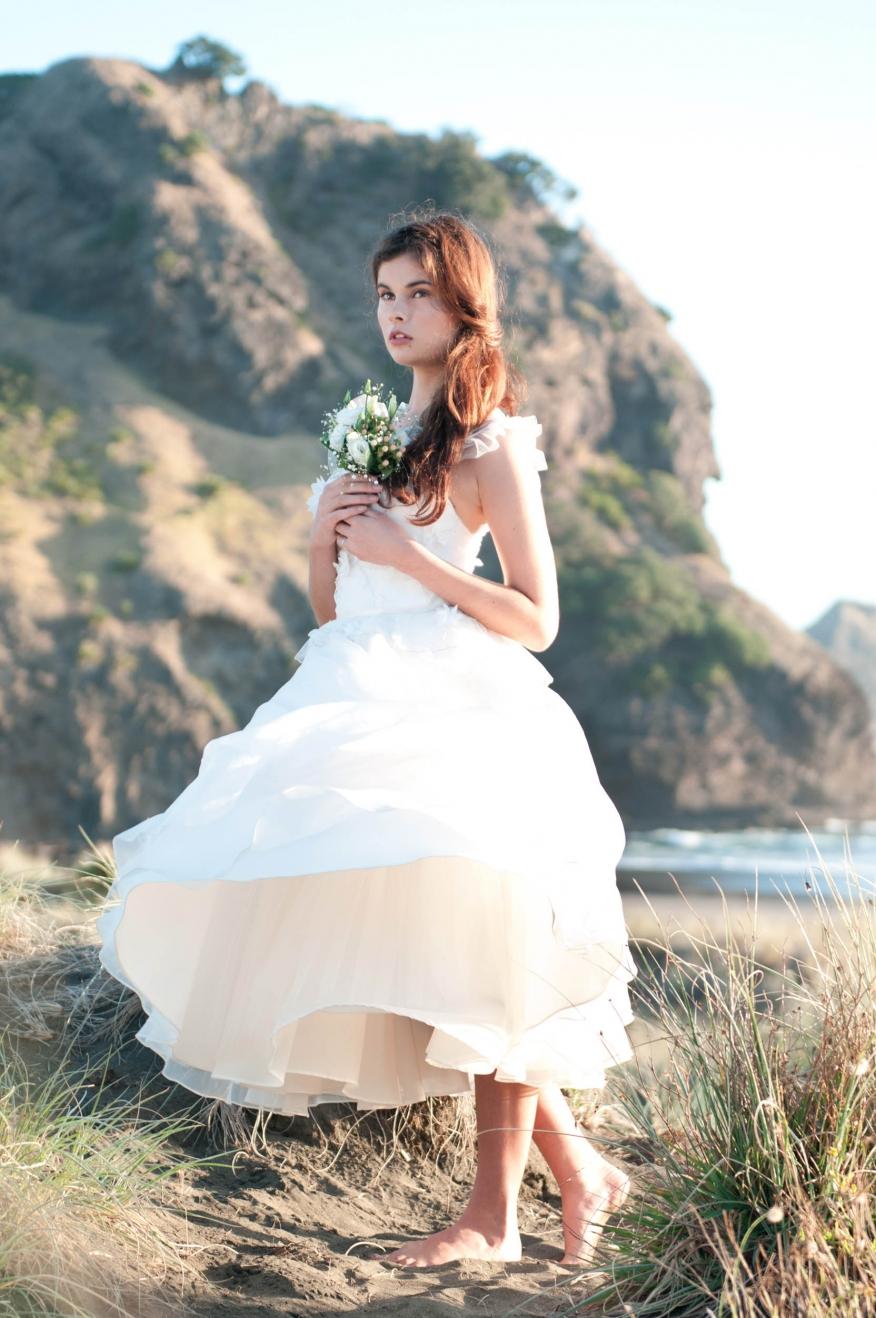 Bare-feet-bride-anais-chaine-photography